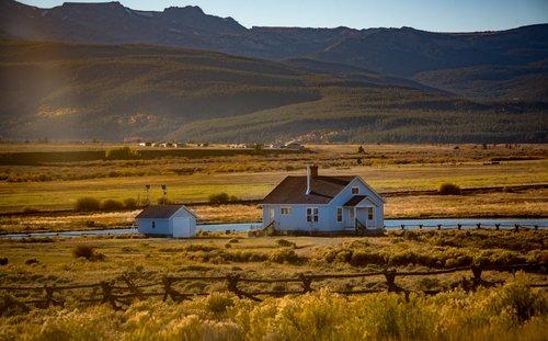 bd17ef58824 Le prix de vente de votre propriété peut varier au fil du temps et des  saisons. Pour choisir le bon moment pour vendre sa maison ...
