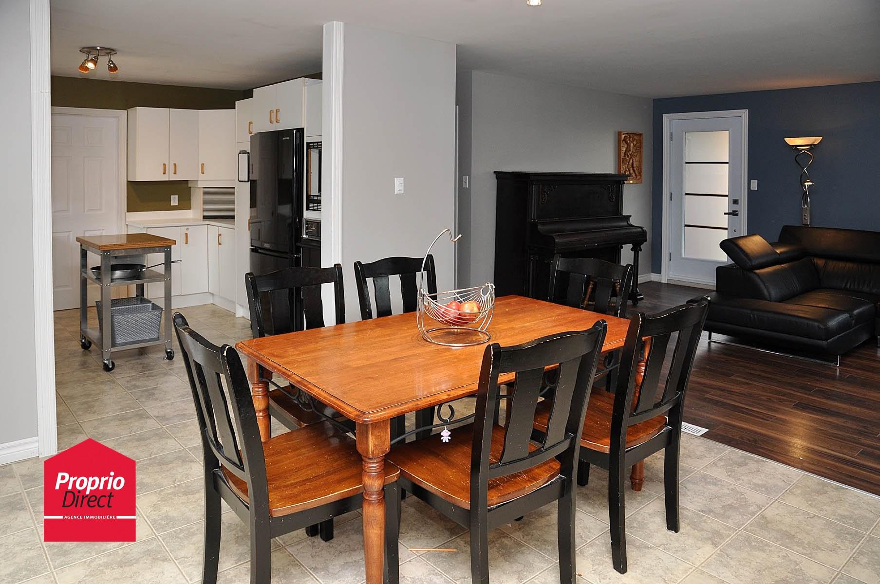 Maison de plain pied vendre 1465 rue andr bergeron for Salle a manger levi