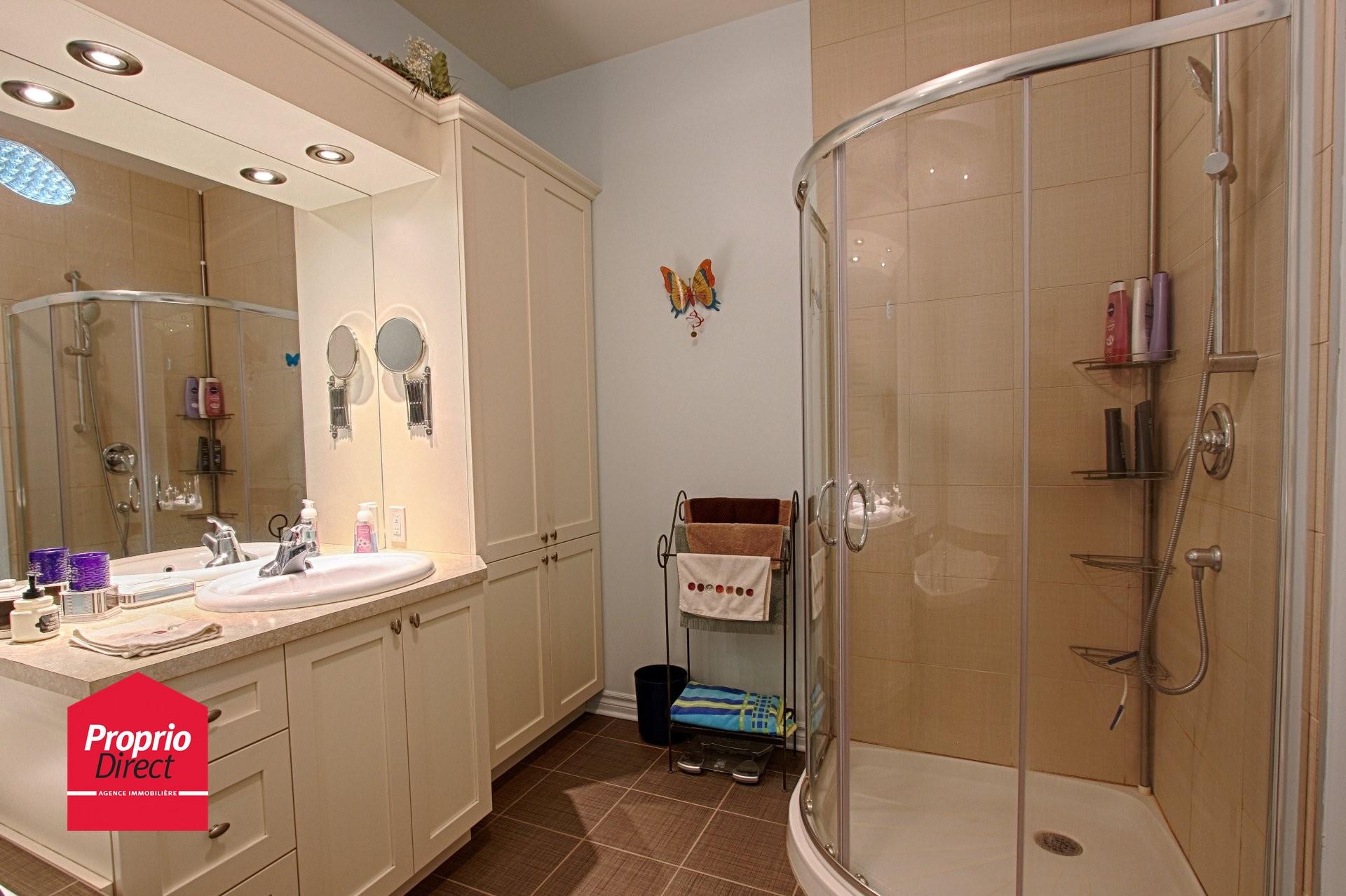Condo vendre 6110 rue bernard racicot 8 saint hubert for Salle de bain longueuil