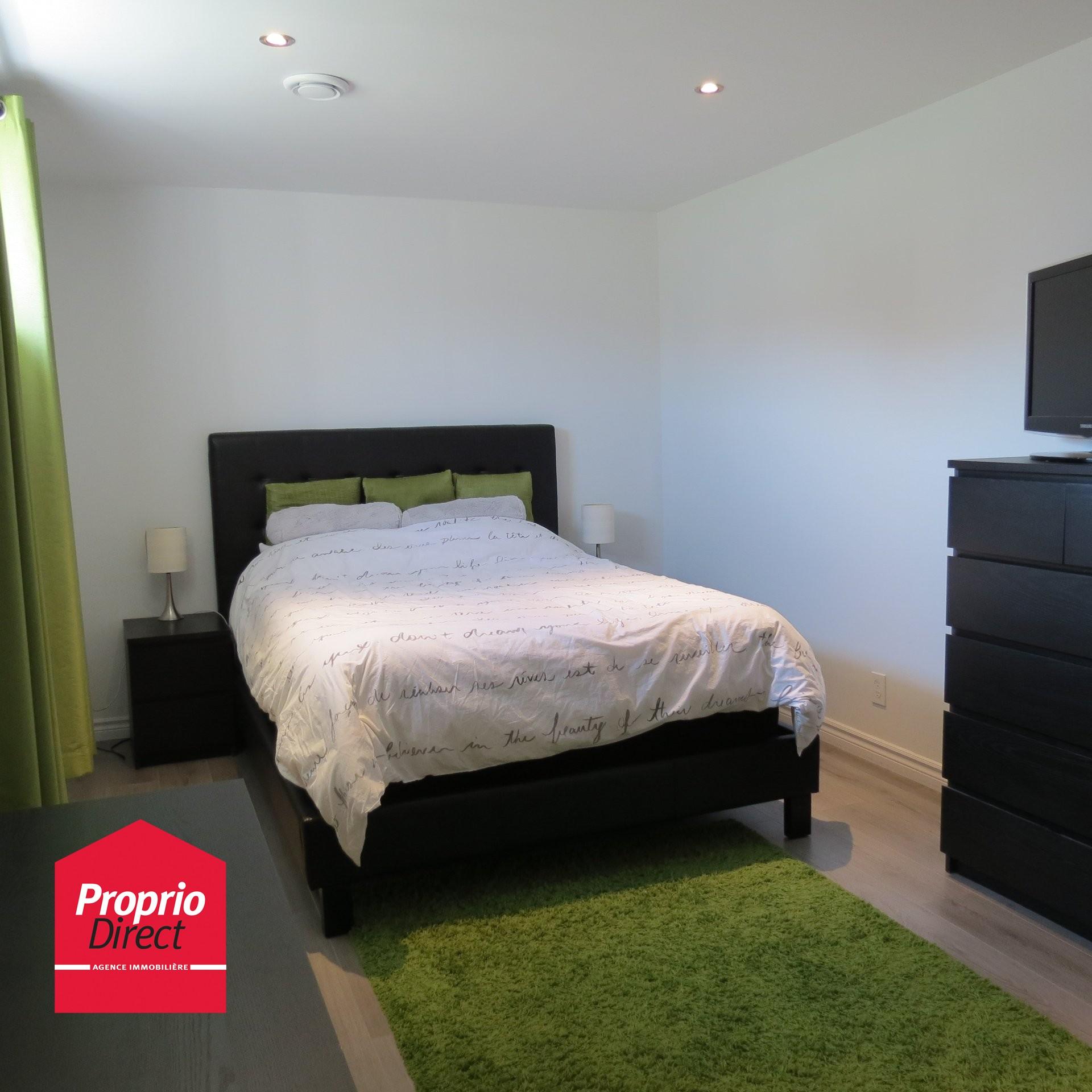 Maison de plain pied vendre 2155 av charles racicot for Acheter une chambre a coucher